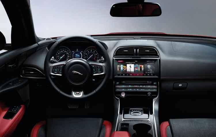 Interior do novo Jaguar XE 2017