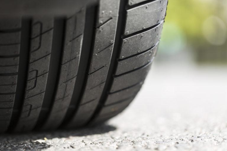 Aprenda a evitar o desgaste prematuro dos pneus do seu veículo!