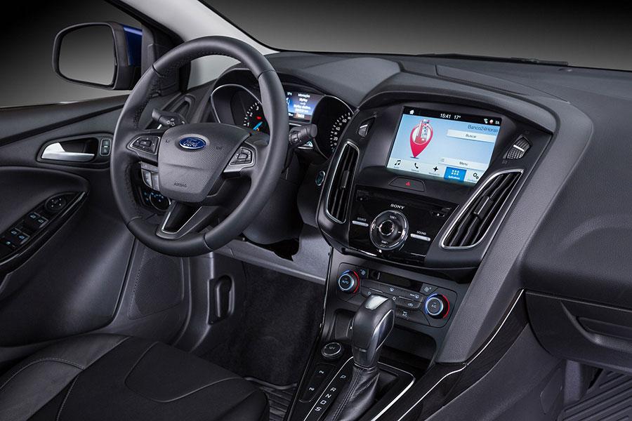 Dentro do Ford Focus 2017