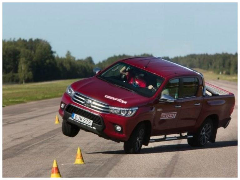 Toyota atualiza ESP e Hilux passa em novo teste do alce