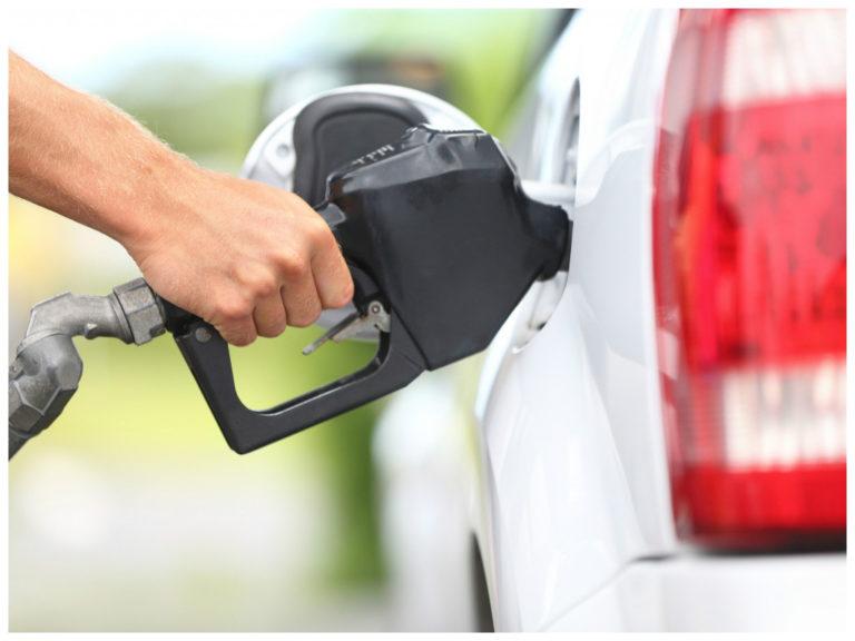 Preço da gasolina cai ao menor valor em quase 16 meses
