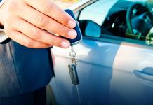 Entrega da chave de um carro