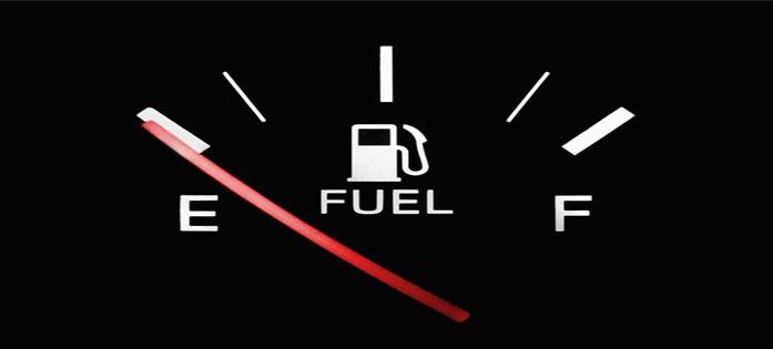 """Nível baixo de combustível pois ele pode """"perder"""" no reservatório, se o carro ficar parado por muito tempo"""