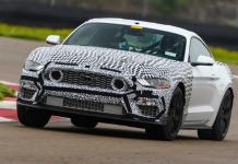 Mustang Mach 1 edição limitada na pista para testes
