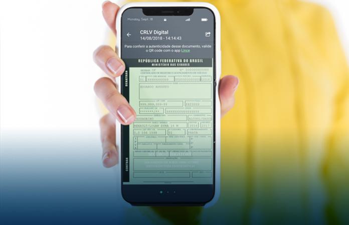 Documento CRLV digital sendo mostrado no celular