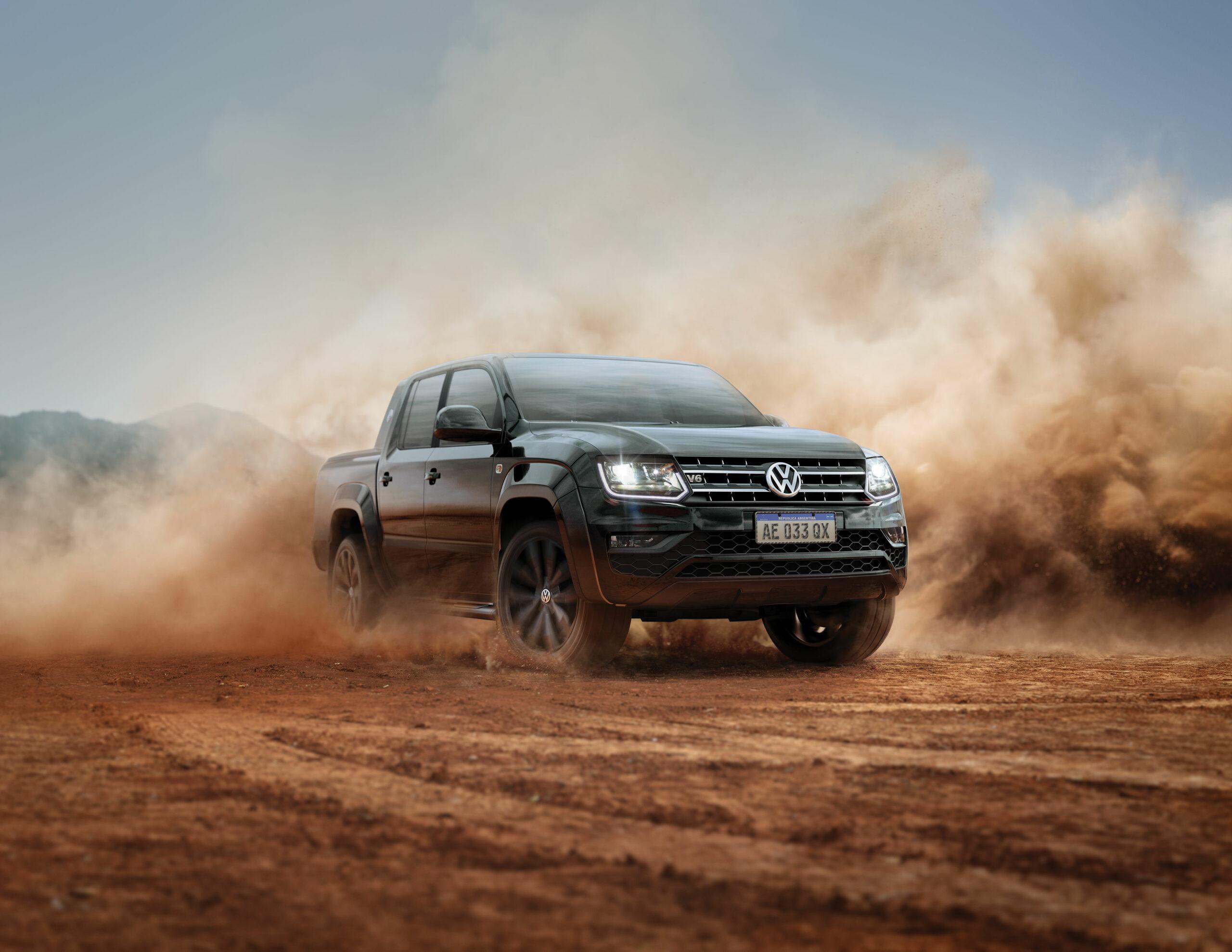 A Volkswagen Amarok 2021 em teste na estrada de terra