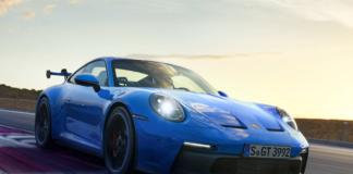 Novo Porsche 911 GT3 azul na pista de testes