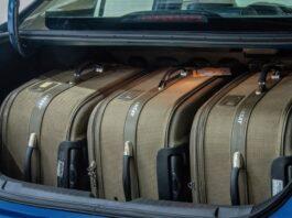 Volume do porta-malas de um carro