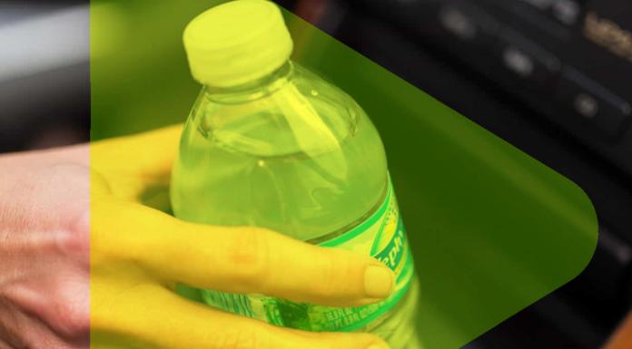 garrafa pet dentro do veículo