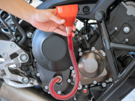 funil para trocar o óleo da moto